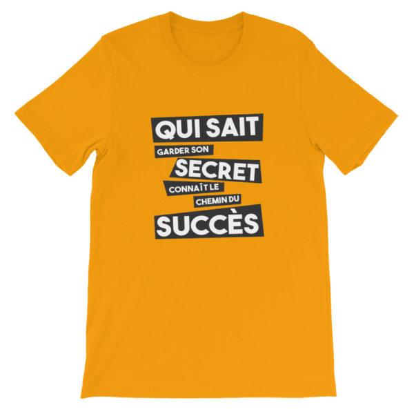 T-shirt jaune Qui sait garder son secret connaît le chemin du succès